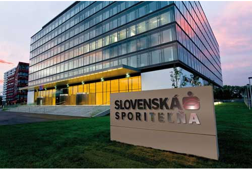 Slovenská sporiteľňa: Klienti nás zastihnú  vo dne aj v noci.